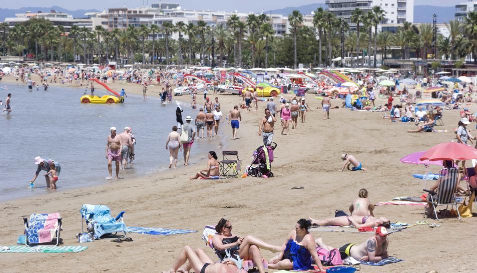 Imatge d'arxiu d'una de les platges de Salou durant l'estiu del 2015.