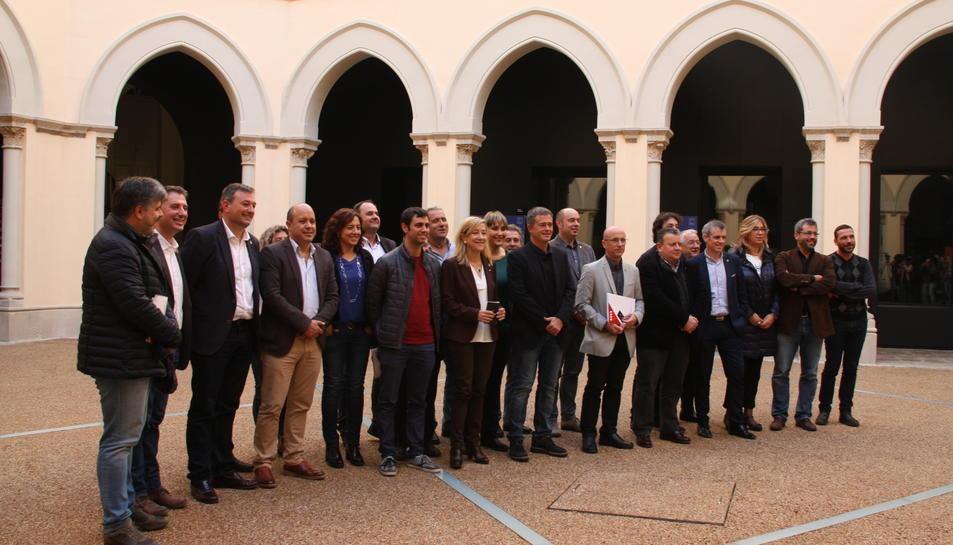 Foto de família dels membres de l'AMI un cop acabada la reunió al seminari de Tarragona.