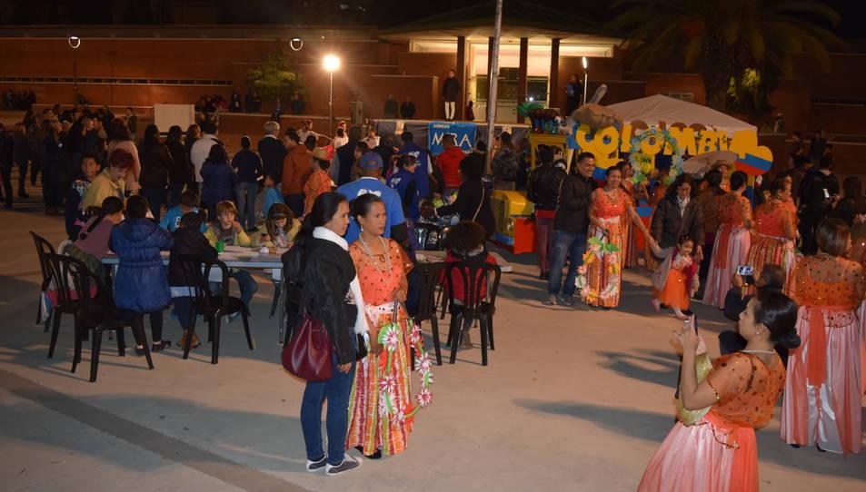 Diverses associacions culturals han participat oferint un tast de les seves tradicions.