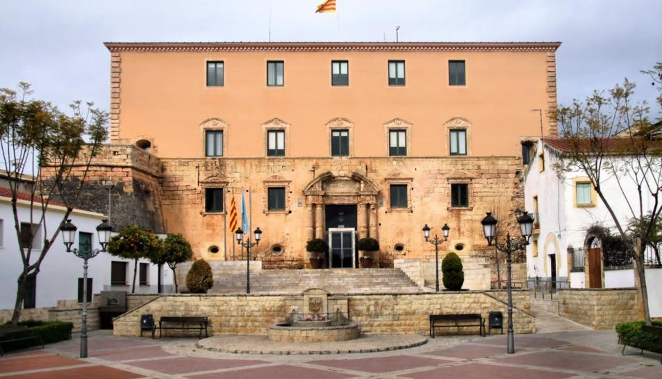 Façana de l'Ajuntament de Torredembarra.