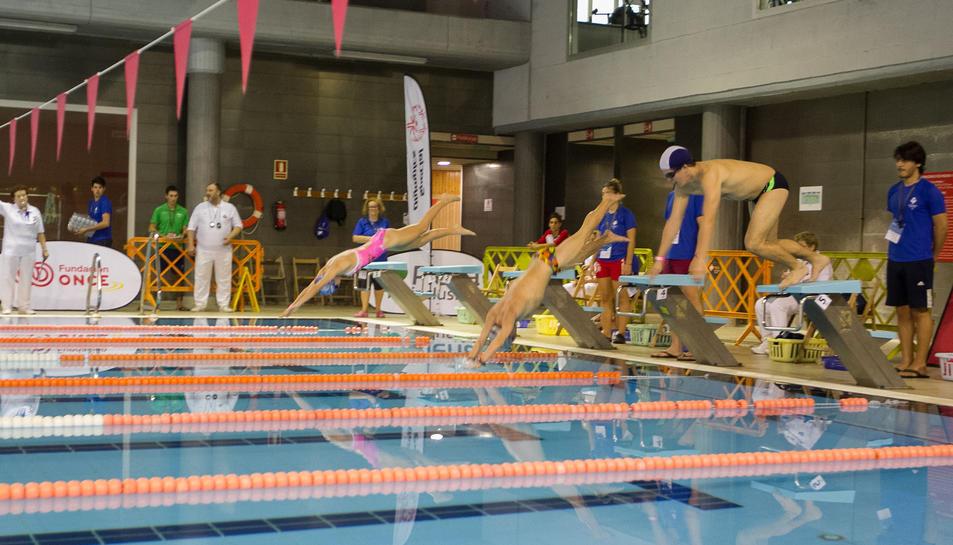 Una imatge de la natació, , a la piscina del Reus Deportiu.