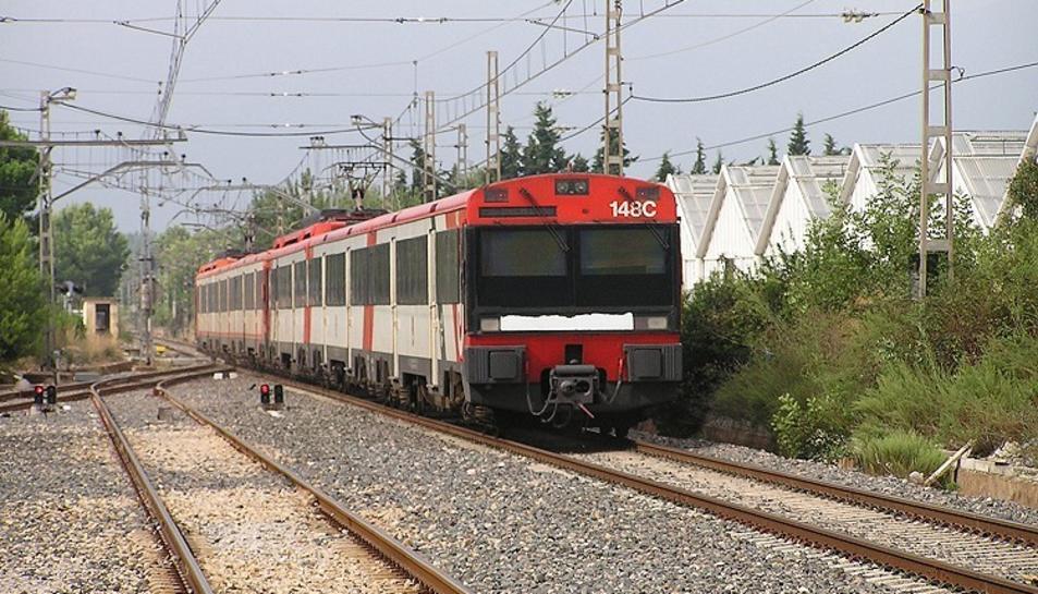 Imatge d'arxiu d'un tren de rodalies a l'estació de Mont-roig del Camp.