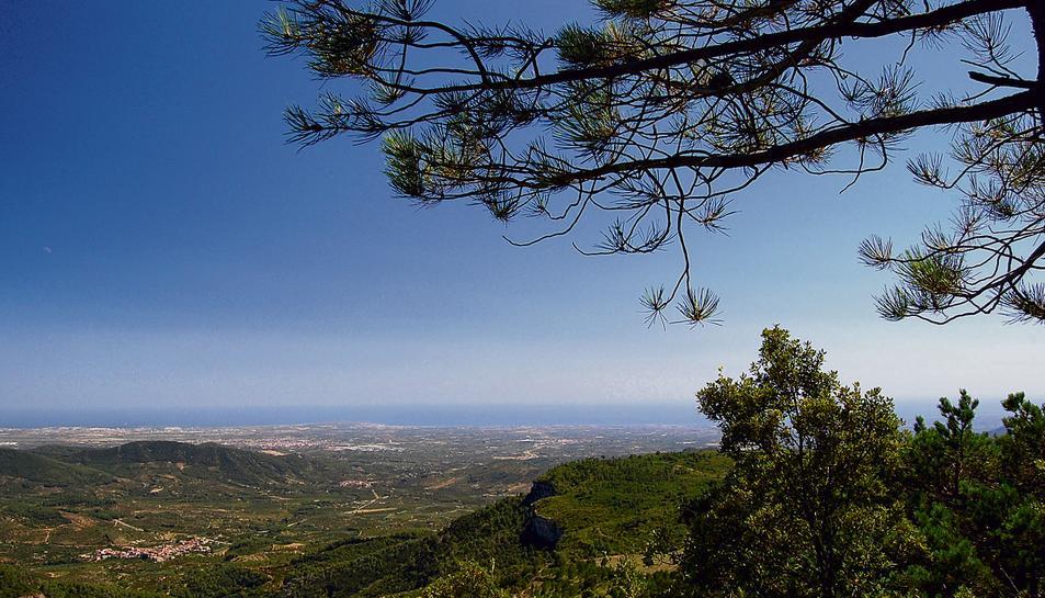 La comarca del Baix Camp vista des de les Muntanyes de Prades.