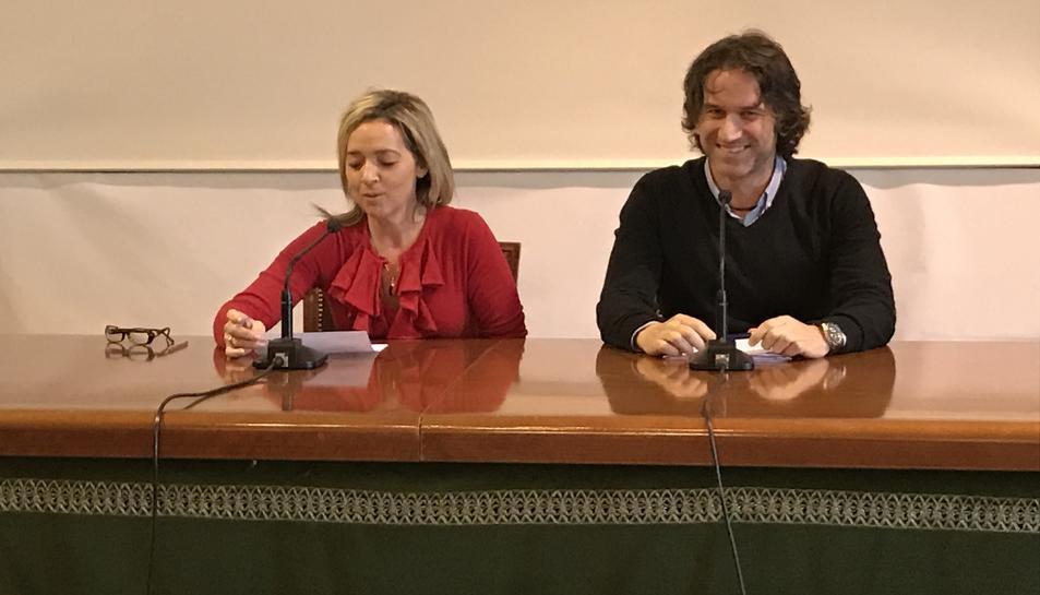 La regidora Marbel Negueruela, amb Ramon Cuadrat.