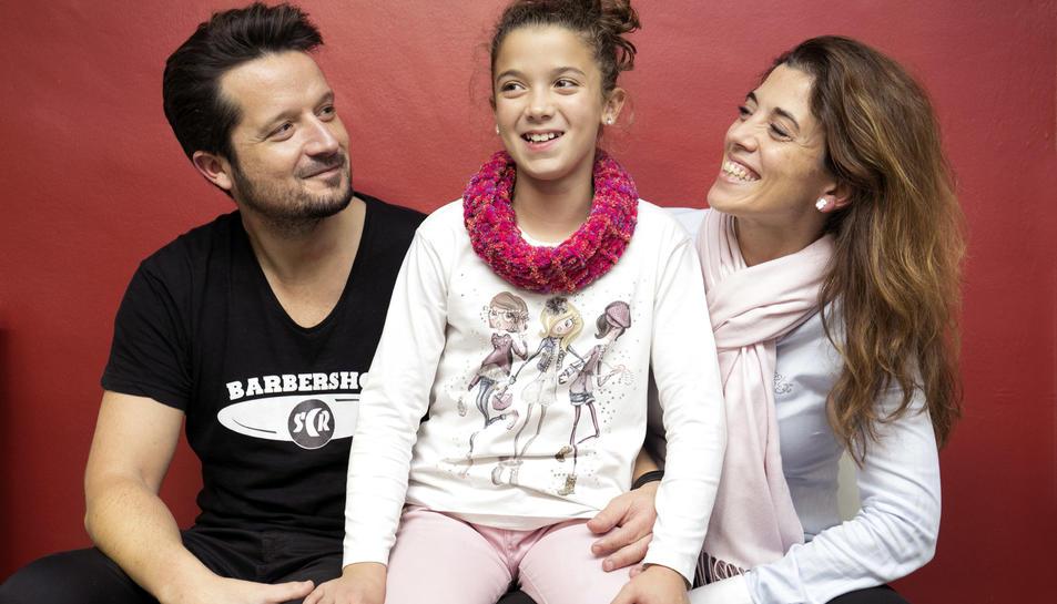 Òscar, Aysha i Evelyn posen feliços després d'haver passat per una odissea d'hospitals i pors.