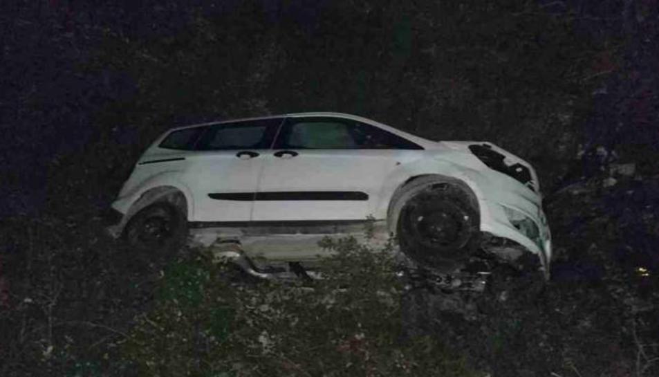Imatge del vehicle accident i dels qual el conductor va resulta ilès.