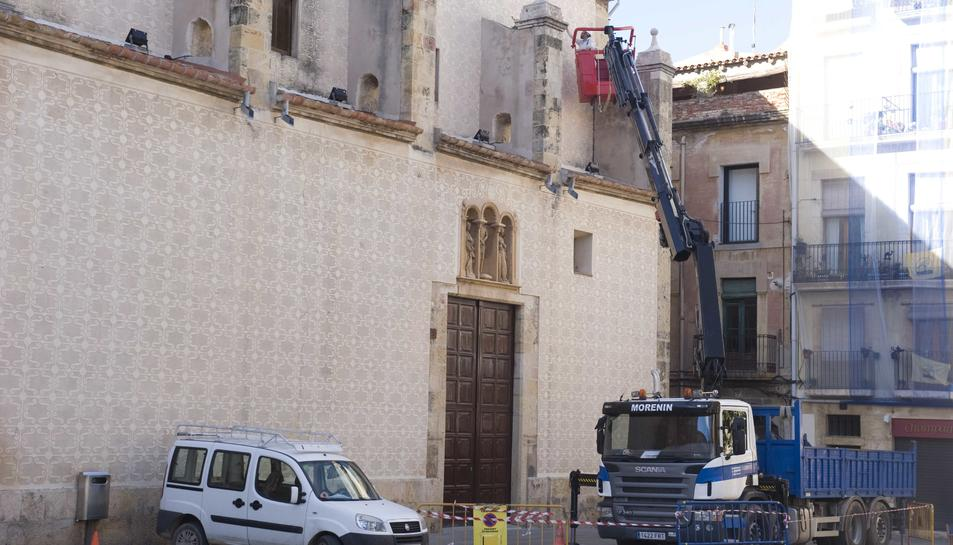 Part de la façana de l'església de Natzaret, situada a la plaça del Rei i seu de la Congregació, es va rehabilitar.