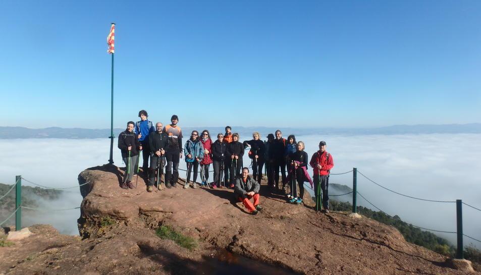 Imatge del grup que va participar en la darrera sessió de marxa nòrdica de l'any.