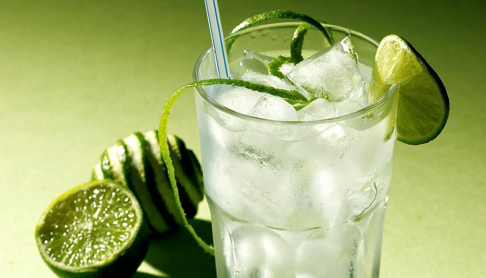 Un gin tònic en una imatge d'arxiu.