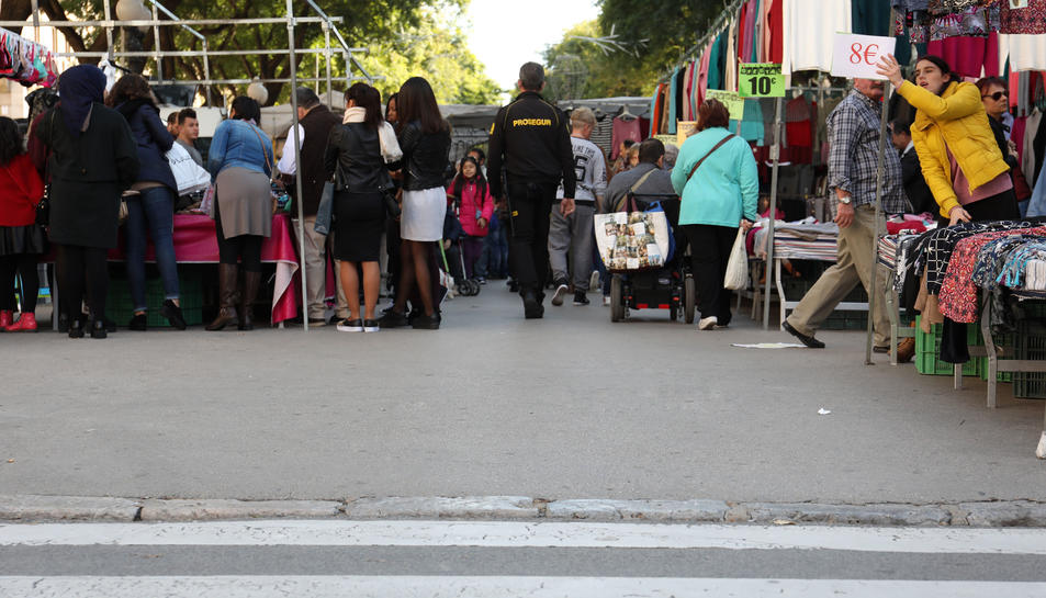 Actualment, el tram asfaltat és el que va des del carrer Canyelles fins al carrer Adrià.