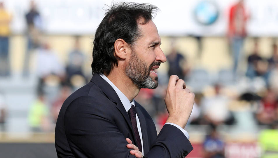 Vicente Moreno continuarà seient a la banqueta del Nàstic.