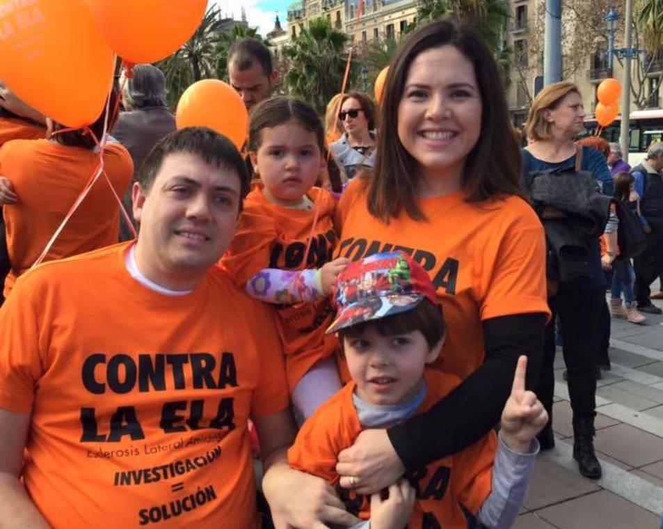 Pau Torres, amb la seva esposa Gina i els fills del matrimoni Montse i Ferran que posen nom als vins d'Ilusión+
