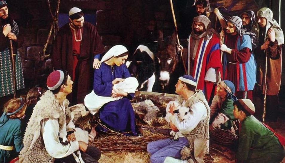 Fotografia de la representació nadalenca de La Flor de Nadal amb el Grup Escènic de la Congregació Mariana.