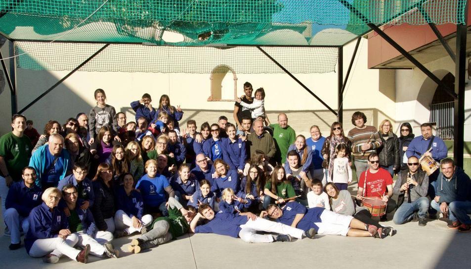 Els castellers que van participar a la jornada festiva.
