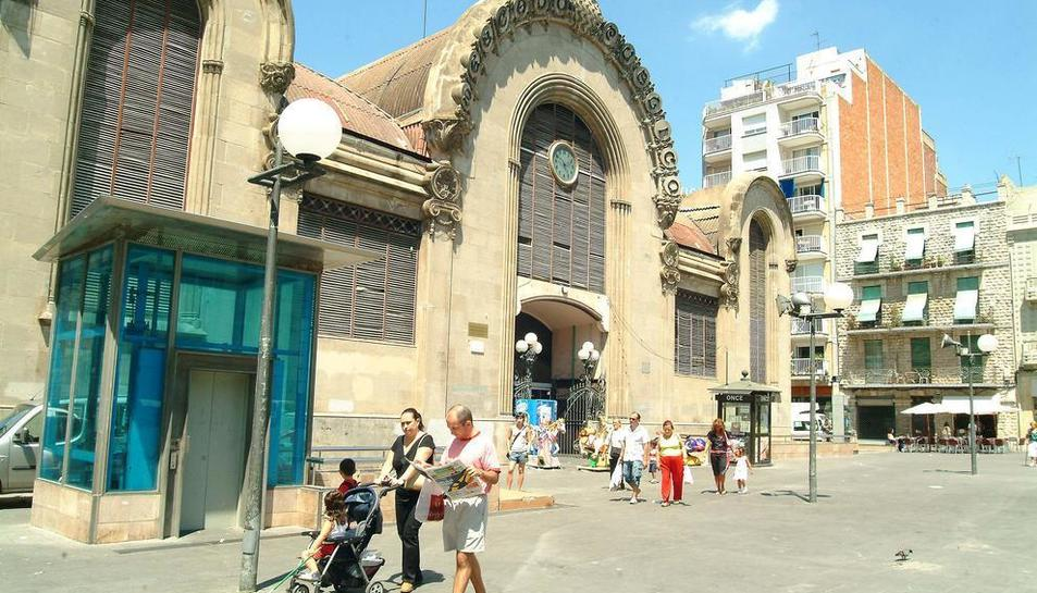Imatge d'arxiu de la plaça Corsini abans de la instal·lació del mercat provisional.