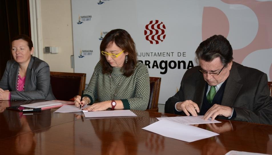 La regidora Begoña Floria i el president de la Fundació COAATT.