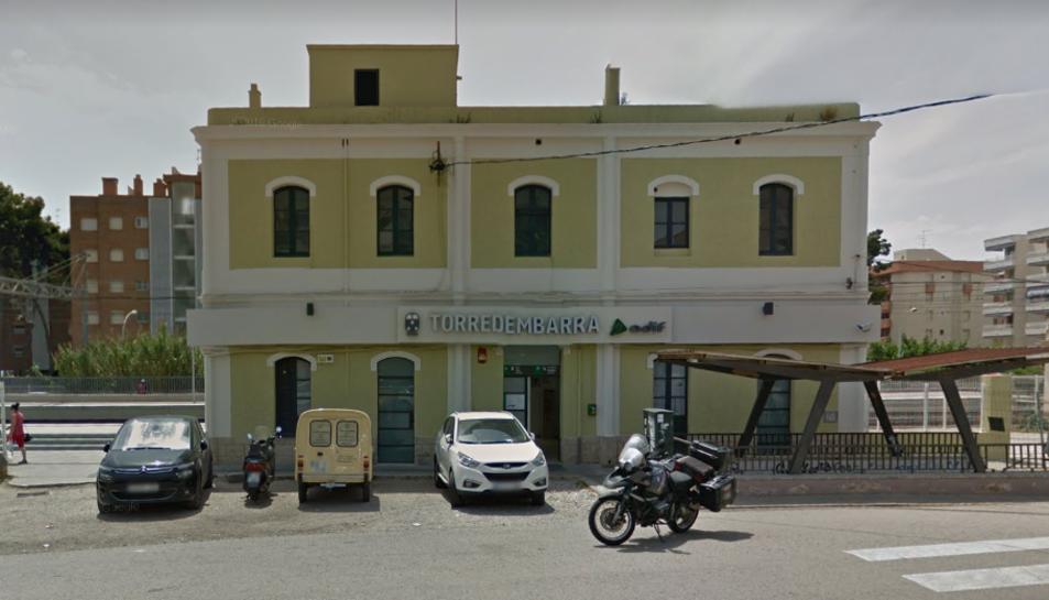 Imatge de l'estació de tren de Torredembarra, on aquest dimecres al migdia s'ha produït un atropellament.