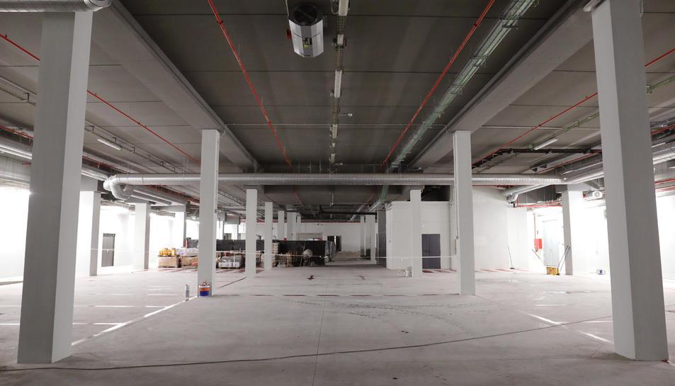 La planta de logística, que està formada per una zona de càrrega i descàrrega i les càmeres frigorífiques.