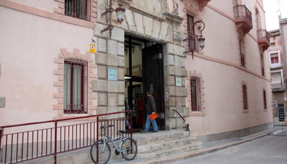pla general de la façana principal dels jutjats de Tortosa.