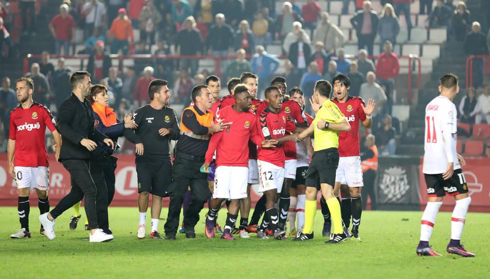L'embolic que es va formar després del Nàstic-Mallorca, el duel més accidentat dels tarragonins aquesta temporada.