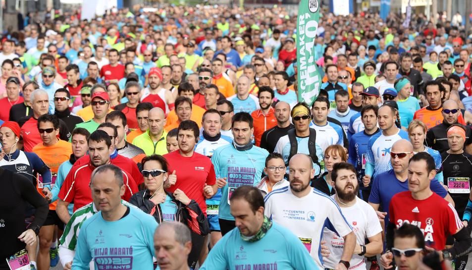 Molts corredors a la Mitja.