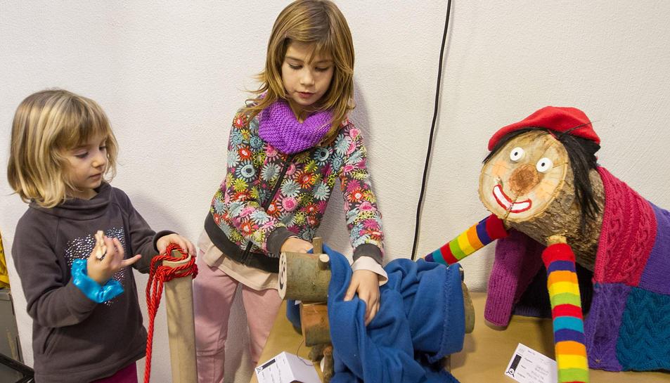 Els nens gaudeixen de l'activitat.