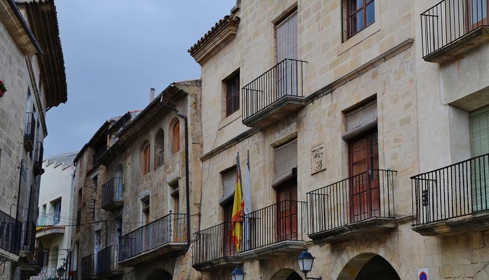 La façana de l'Ajuntament de Batea.