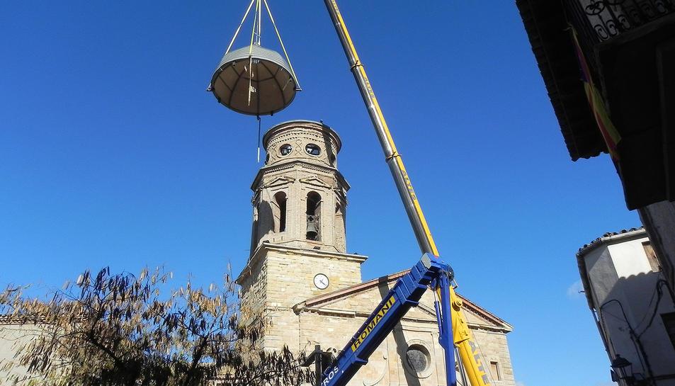 El nou coronament consisteix en una cúpula de forma semiesfèrica, amb lluentó i creu projectada per l'arquitecta Emilia Juan-Dalac.