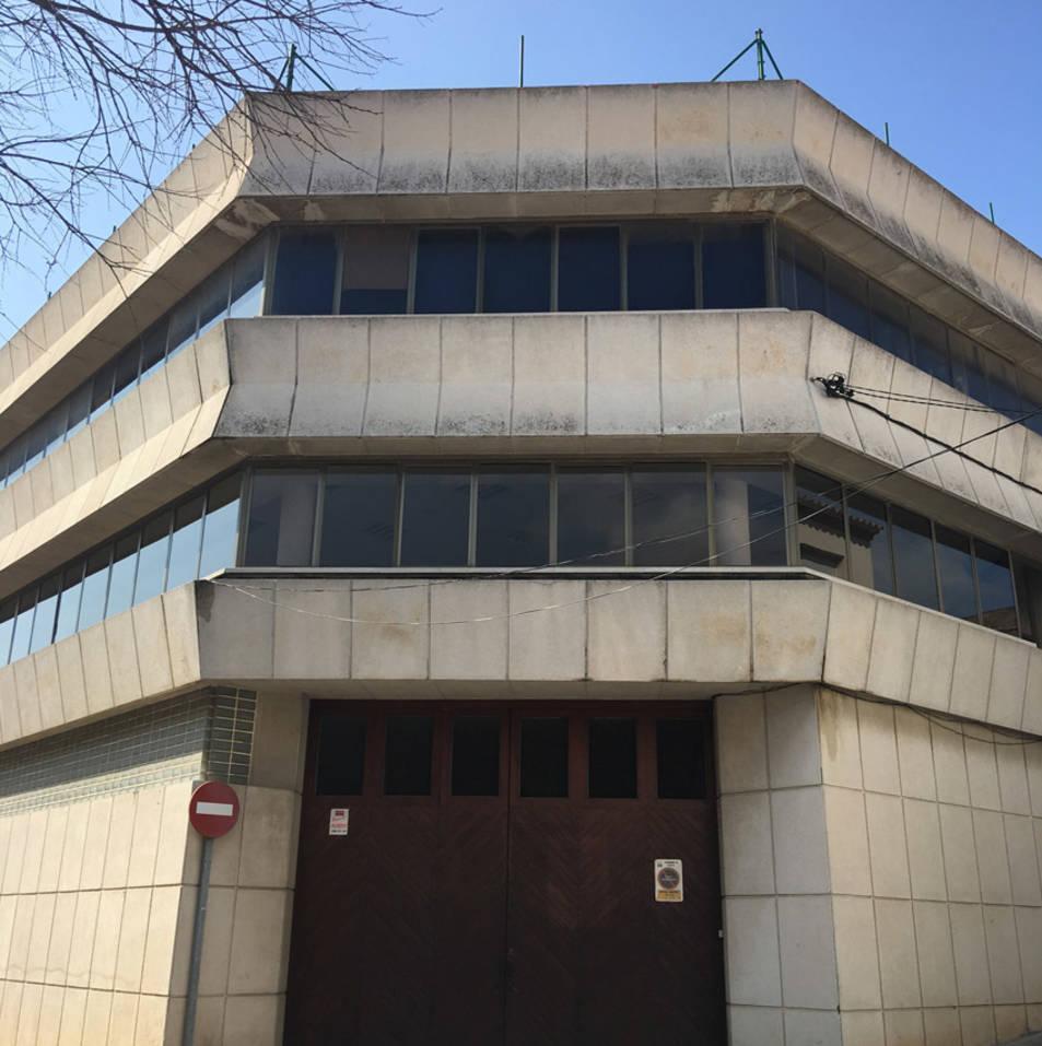 Imatge de l'edifici Sindicat, on es construirà la nova biblioteca del nucli antic.