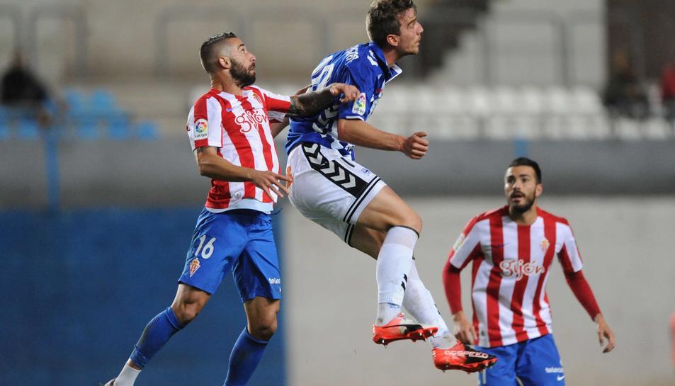 Manu Barreiro, durant un partit amb la samarreta de l'Alabès. L'equip complirà, amb el seu fitxatge, una antiga aspiració.