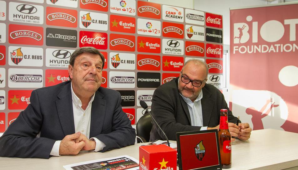 El president del CF Reus, Xavier Llastarri, i el conseller delegat, Joan Oliver, en la presentació de la campanya 'La Segona, a l'Estadi'.