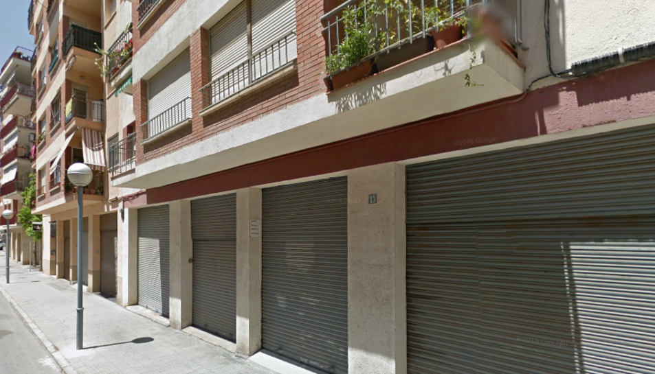 El foc s'ha originat en un pis del bloc número 13 del carrer de Vic.