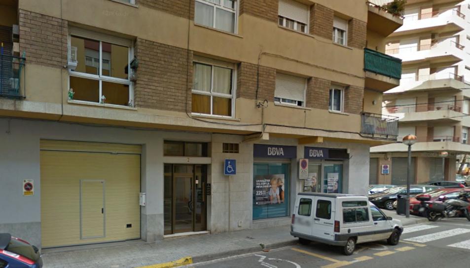 L'incendi s'ha produït al 1r 2a del número 2 de l'Avinguda Antoni Gaudí a causa d'un curtcircuit elèctric.