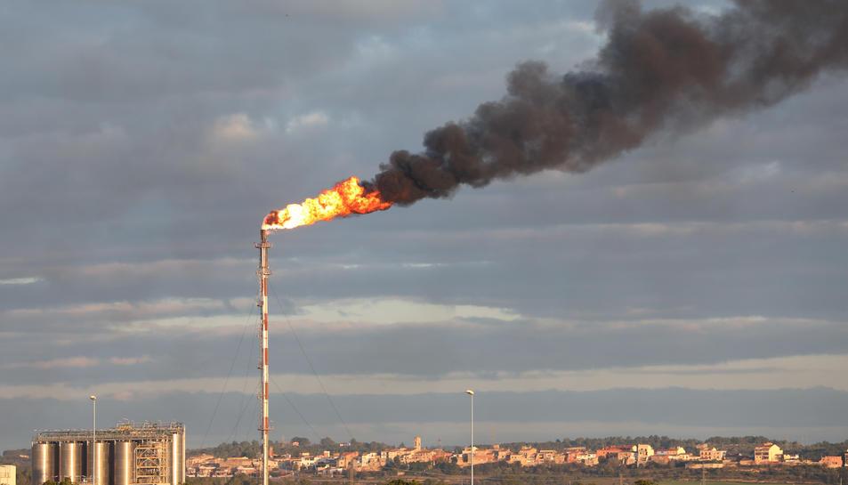 Imatge del fum que sortia de la plana de cogeneració.