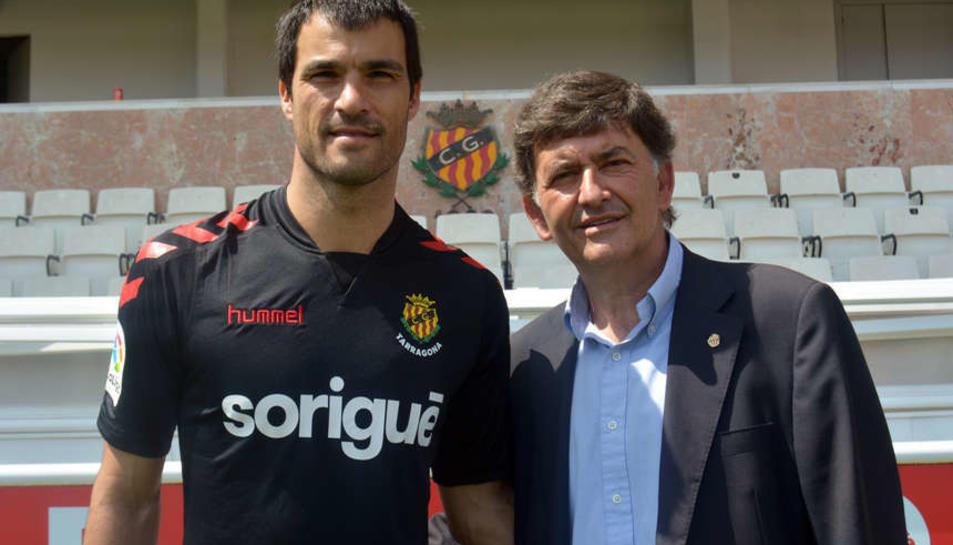 El jugador argentí, el dia de la seva presentació, al costat de Josep M. Andreu, president del Nàstic.