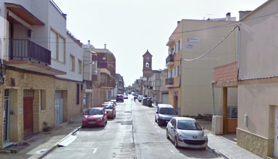 L'incendi es va produir en una casa unifamiliar del carrer Major de Deltebre.