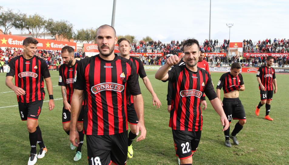 Pichu Atienza i López Garai, en primer terme, al desenllaç de la disputa del CF Reus-Nàstic que es va resoldre en 1-0 per als reusencs.
