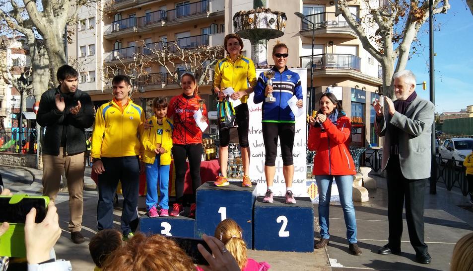 Les guanyadores de la cursa de 5 quilòmetres de la 6a Sant Silvestre del Vendrell.