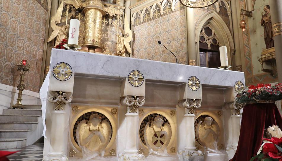 Altar i ostensori d'Antoni Gaudí al carrer Méndez Núñez.