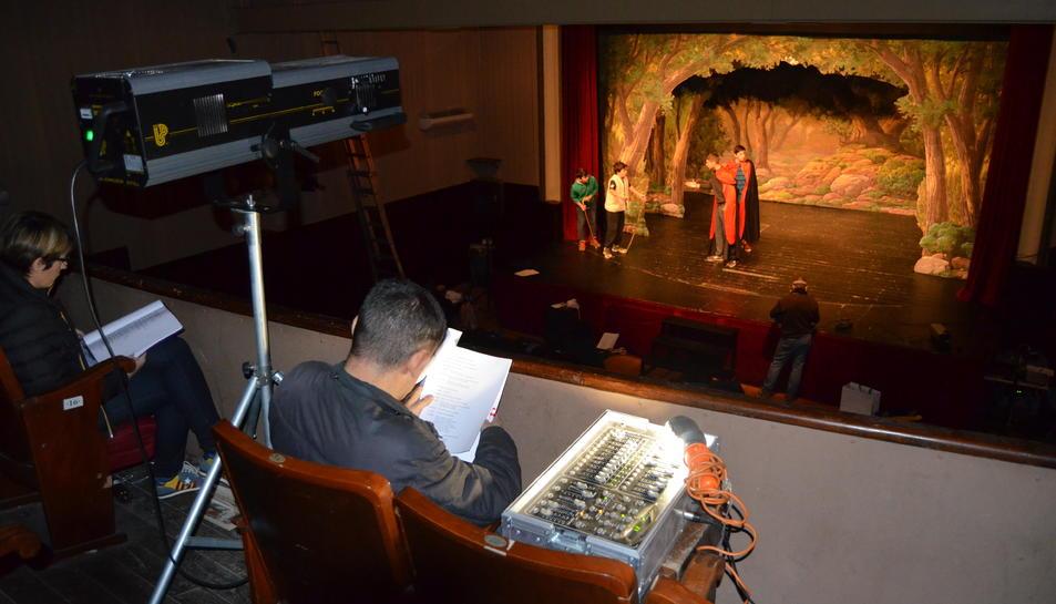 A l'assaig general es fa tota l'obra seguida amb els llums, decorats i efectes sonors.