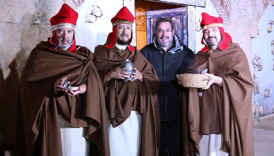 Andreu Muñoz, amb els Reis Mags que van participar en la recreació del primer Nadal de la història a la Muralla.