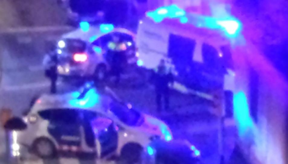 Imatge de l'operació policial duta a terme aquest dijous a la nit al Barri del Port.