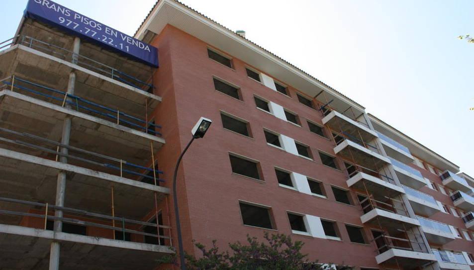 Imatge d'arxiu d'un bloc de pisos en construcció a Reus.