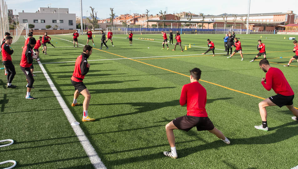 Una de les sessions de la plantilla roig-i-negra, en la tornada a la feina que va tenir lloc el passat 27 de desembre, al camp de Riudoms.