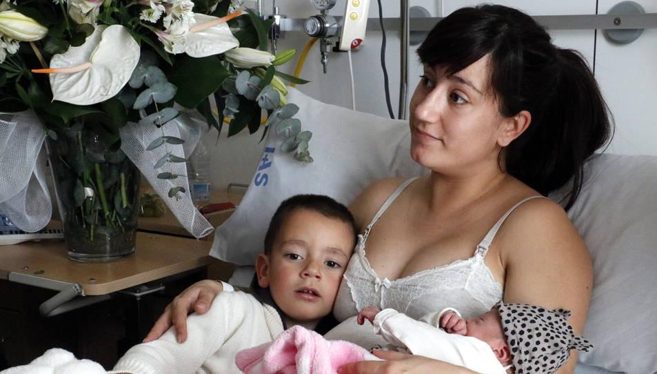 La Lara amb la seva mare i el seu germà.