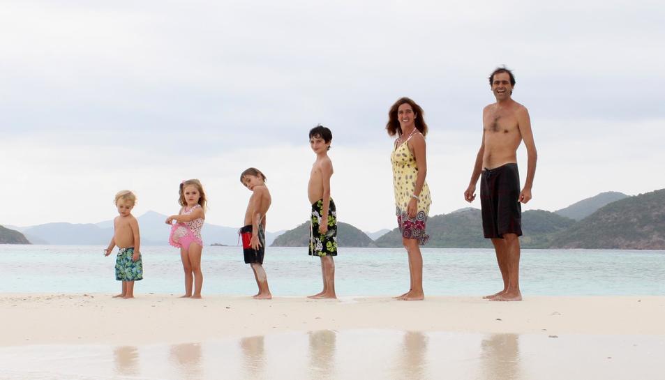 Herman Zapp i Calendaria i els seus quatre fills nascuts als Estats Units, Argentina, Canadà i Australia, en la imatge de perfil del seu Facebook, que segueixem més de 46.000 persones de tot el món.