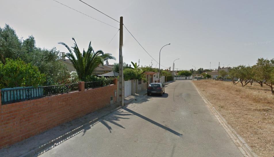L'incendi s'ha produït en un habitatge del carrer Turó de l'home de Bonaterra, urbanització d'Albinyana.