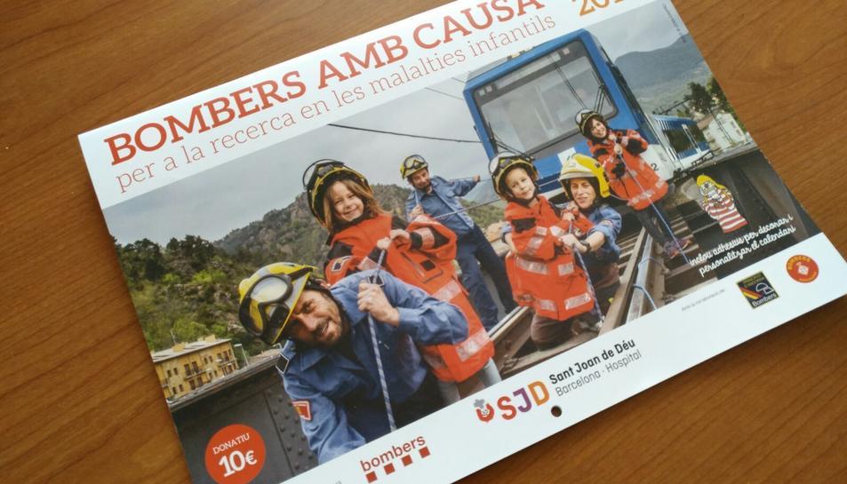 Imatge del calendari 'Bombers amb Causa 2017'.