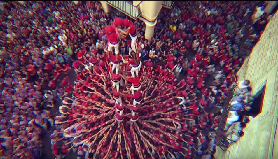 Imatge d'un instant del videoclip de la cançó 'Hem nascut castellers'.
