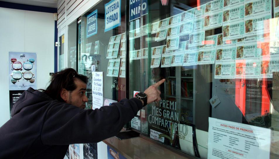 Números dels sorteig del Nen en una administració de Loteria.